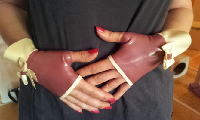 """fingerlose Handschuhe """"Marilyn"""" NEU: mit Volant am Handgelenk"""