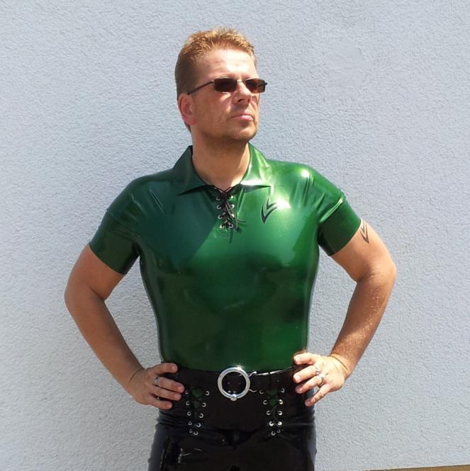 Latex-Polohemd, mal mit Schnürung Hauptfarbe Radical Rubber metallic oder electric, oder 4D Standard  | Maßanfertigung
